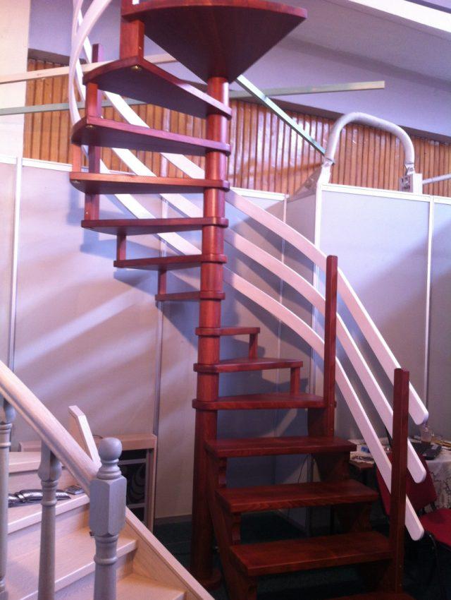 Ξυλινη σκάλα IRENE