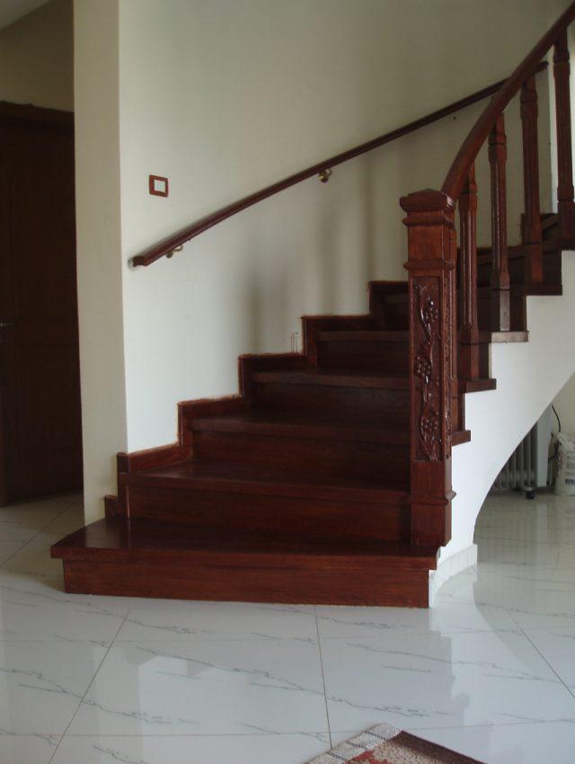 Ξύλινη σκάλα SALINA