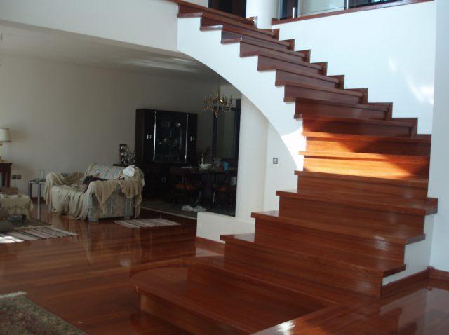 Ξύλινη σκάλα TEODORA